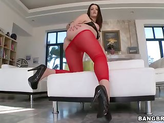 hot brunette makes her heavy ass bound on a heavy fat cock